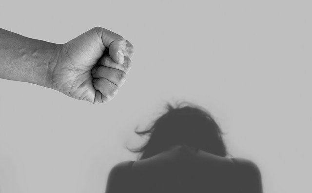 В Челнах мужчина жестоко избил свою жену, которая решила уйти от него
