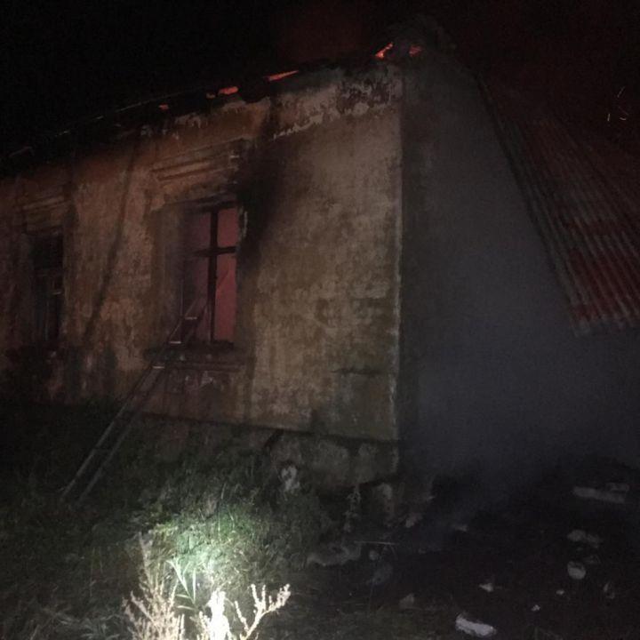 В Бугульминском районе при пожаре в нежилом здании погибли два человека