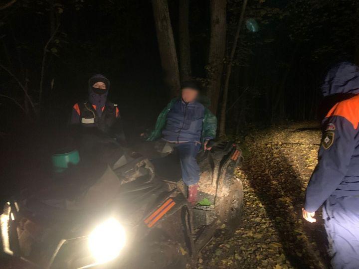 Спасатели нашли женщину, которая ушла за грибами в лес и потерялась