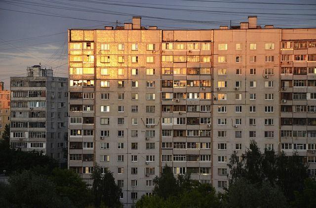 В РФ родственники собственников ветхого жилья могут получить право на новые квартиры